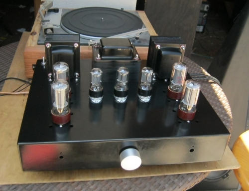 Stereo amplifier with integrated phono preamp.